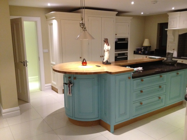 Traditional kitchens david kiely kitchens for Traditional kitchen photo gallery