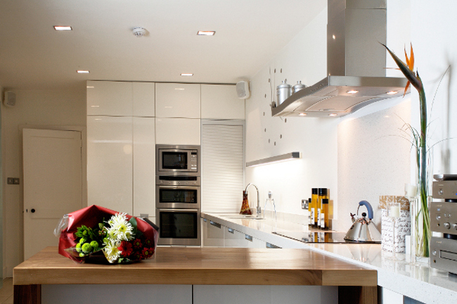 Beautiful high gloss kitchen with clean lines, and plenty of storage