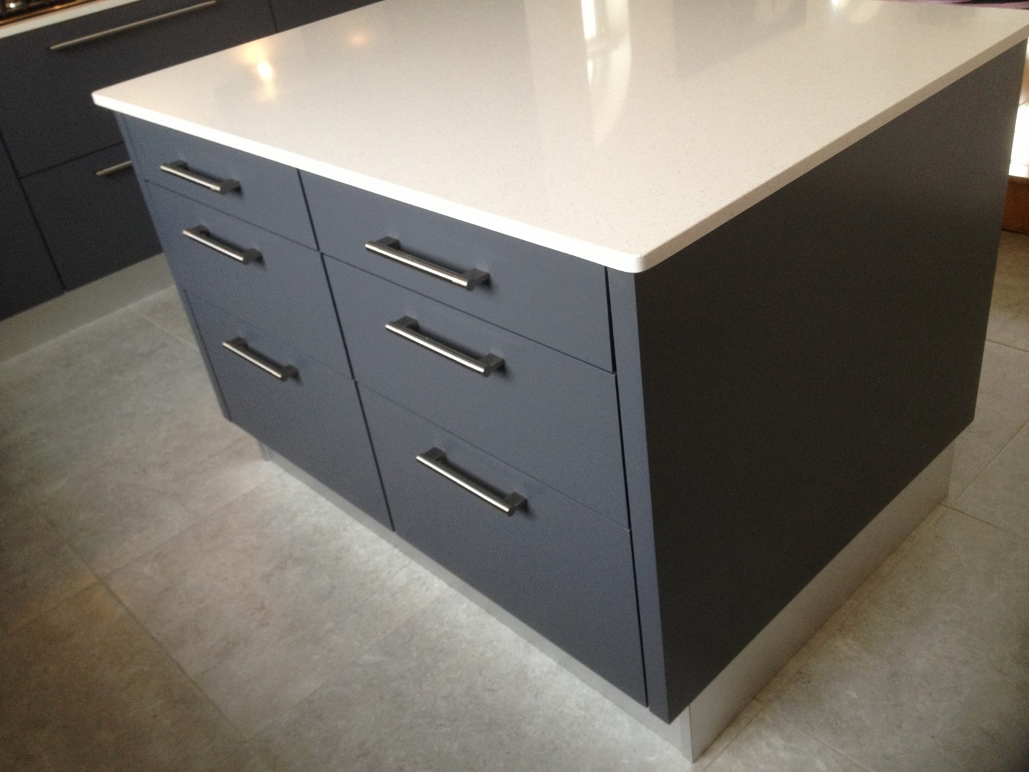 grey Island with pullout drawers and white quartz worktop
